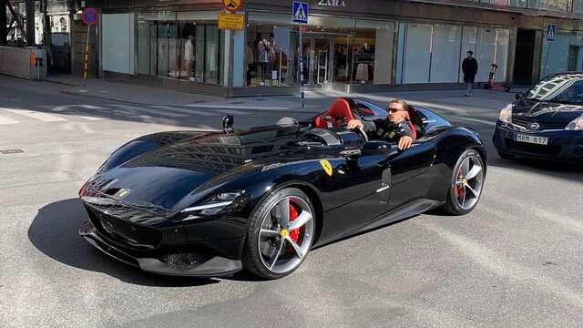 Zlatan Ibrahimovic visade upp monsterbil i Stockholm